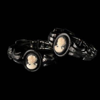 1800 bracelets 29-30